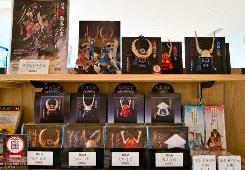 「岐阜関ケ原古戦場記念館」にて「戦国紙兜」「戦国紙騎馬武者」などが販売開始されます。